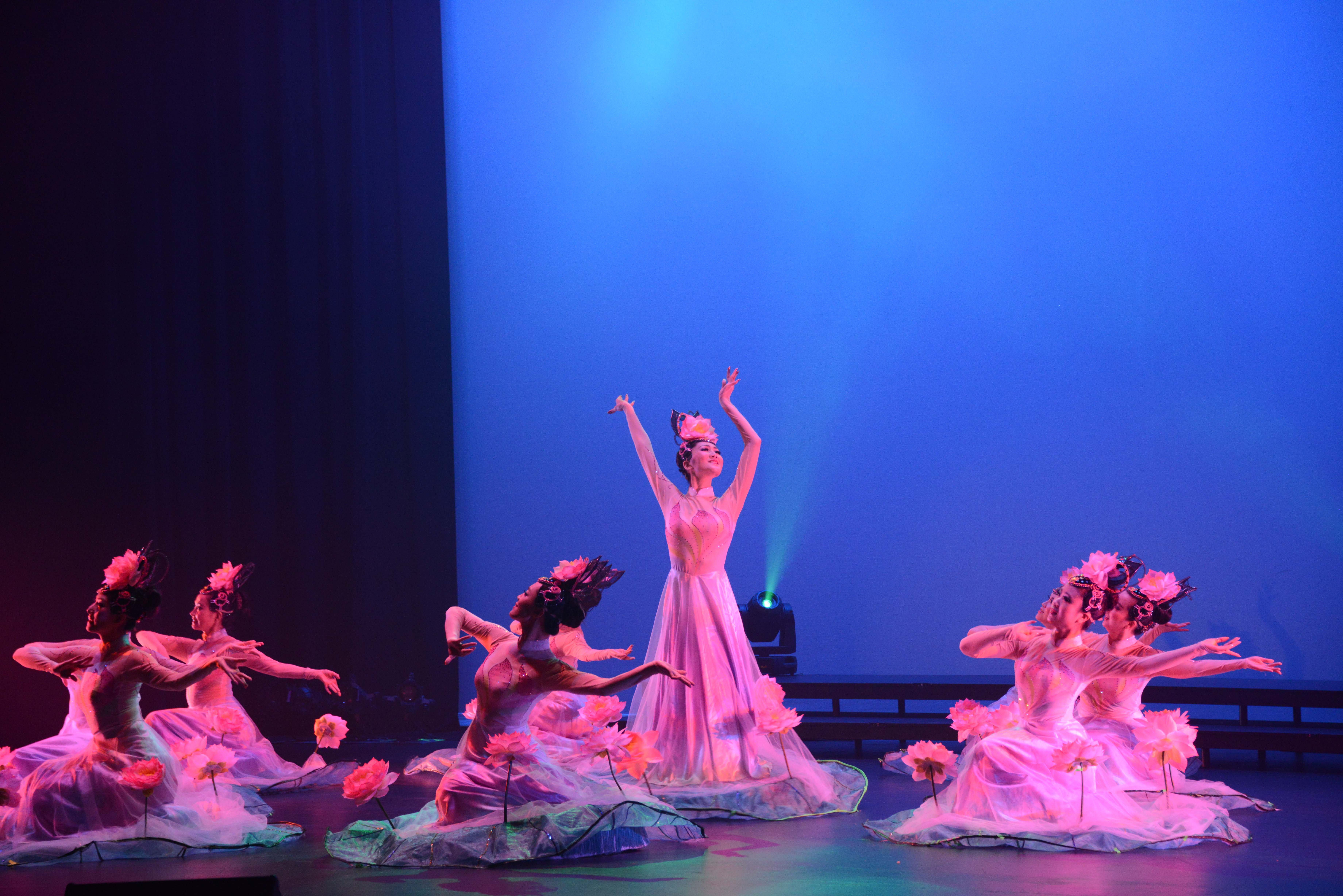 2014 September 18th Performance Image 473